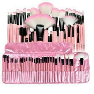 32 pcs. Make-up brush set
