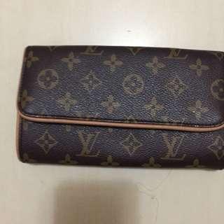 LV - wallet