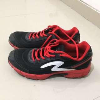 Sepatu lari SPECS