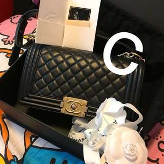 Chanel boy classic medium 黑金扣 GHW