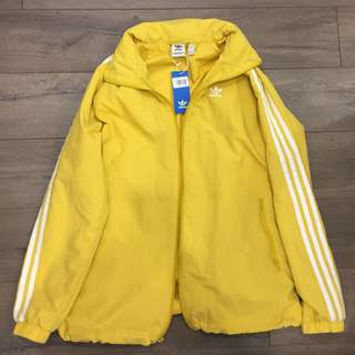 BNWT ADIDAS YELLOW WINDBREAKER