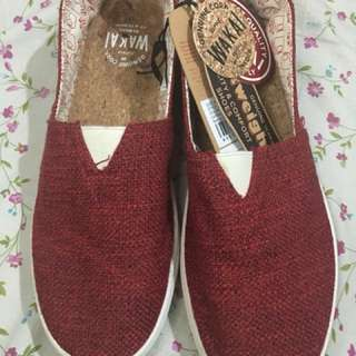 WAKAI SLIP ON HASHIGO KNIT RED NEW NO BOX