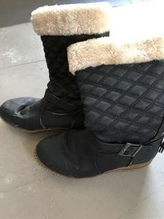 Boots $5 Size 38