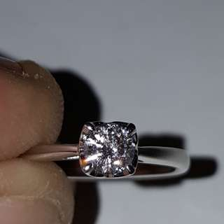 Solitaire diamond 18k white gold engagement ring