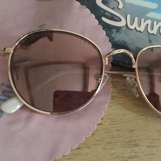 Sunnies sunglass