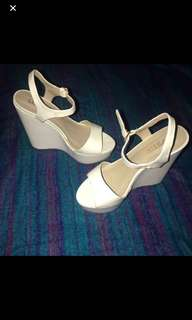 Lipstik white wedges