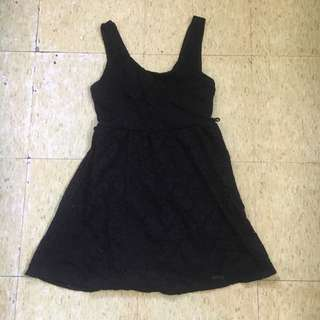 Low back lace-dress