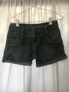 Maong shorts with glitters