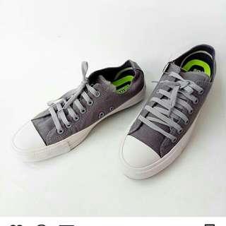 Sepatu Converse dewasa