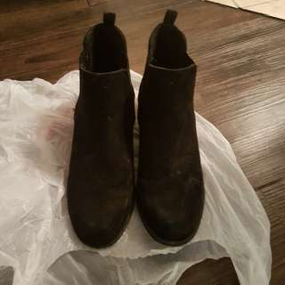 Ankle boots size 7/7.5