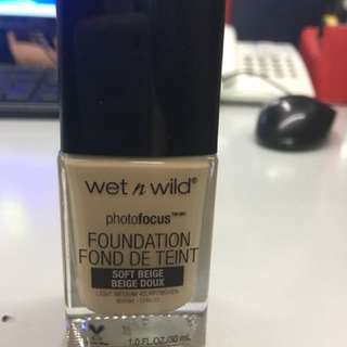 Wet n wild Photofocus Foundation in Soft Beige
