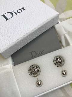 🆕🈹️ Dior精細鏤花銀珠耳環一對 Dior Tribales Earrings with Beautiful Details x 2