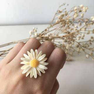 Cream White Gerbera Flower Ring with Adjustable Ring Base