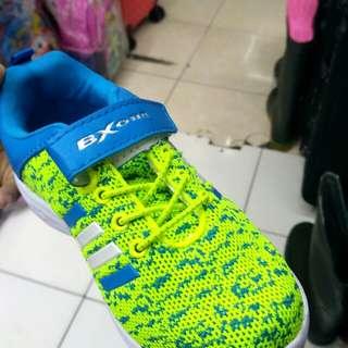 Sepatu sport anak pake lampu jual murah