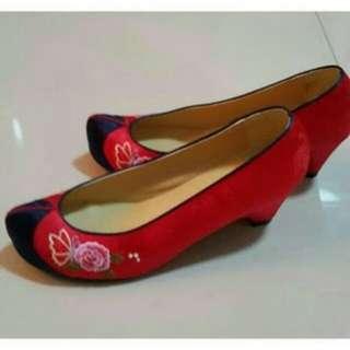 Sepatu Hanbok Korea Bordir Red