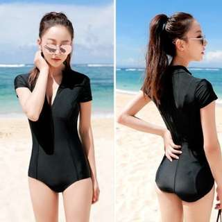 Simple Black Shortsleeves Zip Up Rashguard Swimsuit