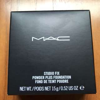 MAC Studio Fix Powder + Foundation (NC 20)