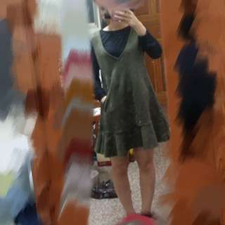 墨綠色v領連身短裙(不含內搭)