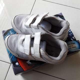 Sepatu Spiderman