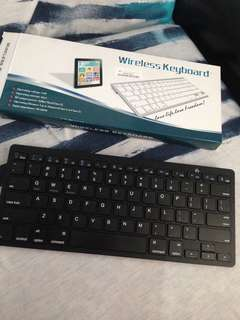 Wireless bluethoot keyboard.