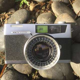 35mm FILM CAMERA: Petri 7s Rangefinder