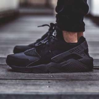 Black Nike Huaraches Size 7