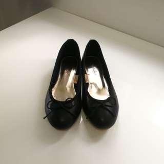 黑色啞皮平底鞋