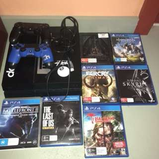 PS4 With 2 Controllers +7 Games