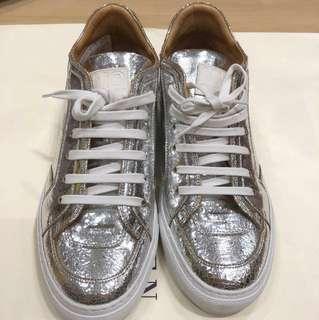 着一次潮牌Maison Margiela silver sneakers size 37 $699