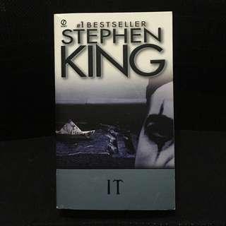 It by Stephen King (mass market paperback)