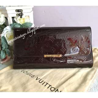 Louis Vuitton Monogram Vernis Robertson Clutch-Amarante