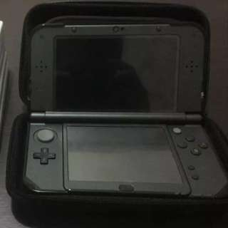 Selling 3DS XL (Black w/ games)