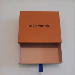 LV wallet box