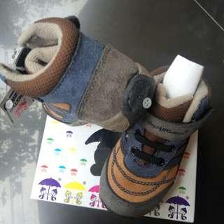 Sepatu baby millionare
