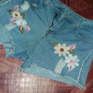 Highwaisted Embroided Short