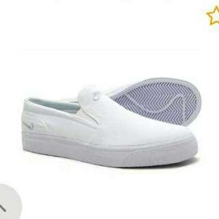 Nike Toki Slip Canvas size: 5.5