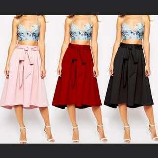 Mid calf length soid A-line big hem skirt with belt