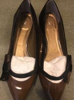100% New brown Flats (made in Japan)全新日本製啡色漆皮平底鞋
