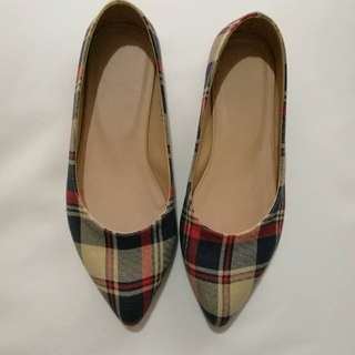ON HAND! Flat shoes
