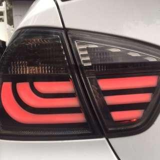 BMW E90 E91前期黑底光管型尾燈一對