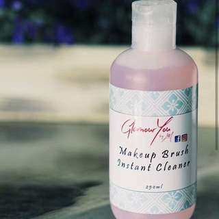 Makeup brush instant cleaner