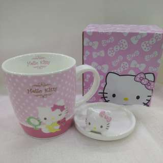 Hello Kitty glass cup with cover ( instock )