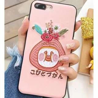 手機殼IPhone6/7/8/plus/X : 可愛醜比頭Kobito剌繡皮紋