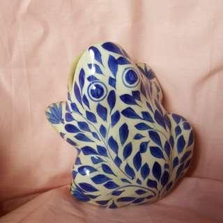 Wall frog blue porcelain