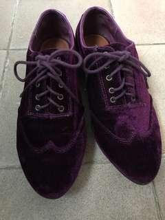 紫色絨面英倫風尖頭鞋
