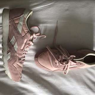 REEBOK classic in pale pink suede