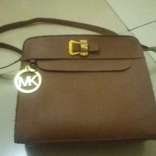 Mk sling bag kw