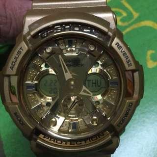 G-SHOCK 金色