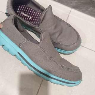 Walking shoe 👟