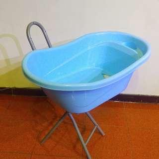 新生兒、嬰兒沐浴缸( 可以儲水、放水非常新)